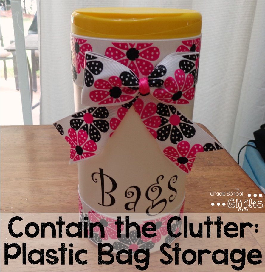 This project combines organization and crafts. I love that! This upcycled plastic bag storage container is one of those little life hacks that makes it a tad easier to stay organized.